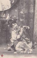 Carte Jeune Femme Habillée En Geisha Decor Japon Japonaiserie 1904 - Asie