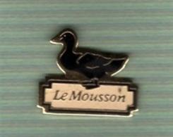 Pin's  Animal  CANARD  Noir  Le  Mousson - Animaux