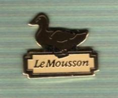 Pin's  Animal  CANARD  Fond  Marron  Le  Mousson - Animaux