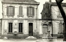 Grans La Fontaine Et La Poste Bon état - Autres Communes