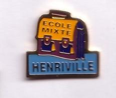 F31 Pin's Henriville Freyming Merlebach Moselle Cartable ECOLE Mixte  Achat Immédiat - Villes