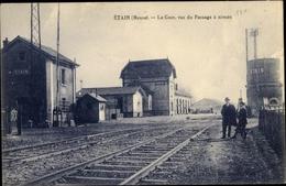 Cp Étain Lothringen Meuse, La Gare, Vue Du Passage A Niveau - Francia