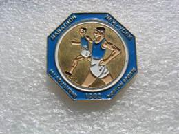 Pin's Du Marathon De New York Le 1er Novembre 1992.  Norton Sports - Gymnastique