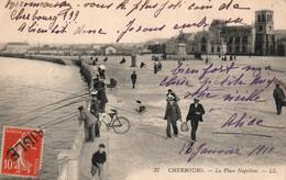 Cherbourg (Manche) La Place Napoléon, Pêcheurs à La Ligne - Carte LL N° 37 - Cherbourg