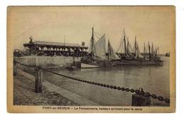 14 PORT EN BESSIN La Poissonnerie Bateaux Voiliers De Pêche Arrivant Pour La Vente Du Poisson Sous La Halle Edit Allard - Port-en-Bessin-Huppain