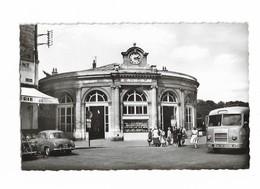 ( 78 ) SAINT GERMAIN EN LAYE Renault Dauphine Et Bus Devant La Gare En 1964 - St. Germain En Laye