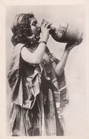 CPA (seins Nus)   Scenes Et Types Jeune Bedouine  (b.bur Theme) Parfait Etat - Afrique Du Nord (Maghreb)