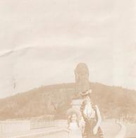 Foto ( 8,5 X 8,5 Cm) Photo D'une Famille De Fraipont : La Gileppe Lion Leeuw Vrouw Femme Hoed - Gileppe (Barrage)