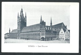 +++ CPA - IEPER - YPRES - Les Halles   // - Ieper