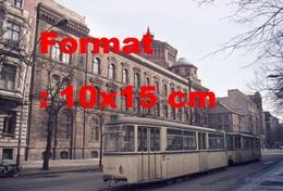 Reproduction Photographie Ancienne D'untramway Devant Le Postfuhramt à Oranien Burger Strasseen Allemagne En 1976 - Reproductions