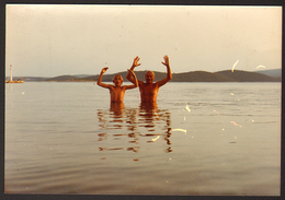 Man And Boy On Beach Old Photo 13x9 Cm #26037 - Anonyme Personen