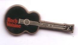 RR126 Pin's Musique Chanteur Rock Voisine La Guitare Qualité Egf Canada Achat Immédiat - Personajes Célebres