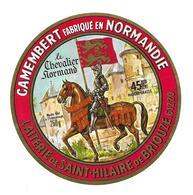 ETIQUETTE De FROMAGE..CAMEMBERT Fabriqué En NORMANDIE..Le Chevalier Normand..Laiterie De St HILAIRE De BRIOUZE (Orne 61) - Cheese