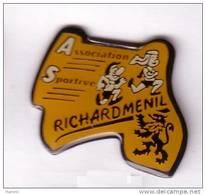 F161 Pin's Richardmenil Meurthe Moselle  Foulées Course  Lion Achat Immédiat - Villes