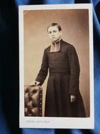 Photo  CDV Pierre Petit à Paris - Jeune Prêtre, Religieux, Religion, Second Empire Circa 1865 L301 - Fotos