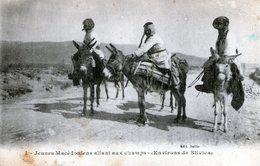 (142) CPA  Macedoine  Jeunes Macedoniens Allant Aux Champs  Environs De Slivica  (bon Etat) - Macédoine