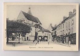 EPERNON (28 - Eure Et Loir) - Place De L'Hôtel De Ville - Animée - Epernon