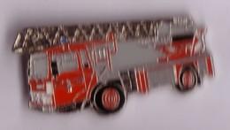 PO52 Pin's Pompier Pompiers  Camion échelle Achat Immédiat - Firemen