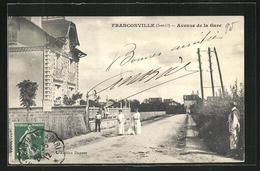 CPA Franconville, Femmes Dans Avenue De La Gare - Franconville