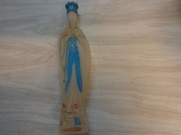 Vierge -souvenir De Lourdes-hauteur 19 Cm -elle Contient De L'eau -mais Elle N'est Pas Pleine - Religion & Esotérisme