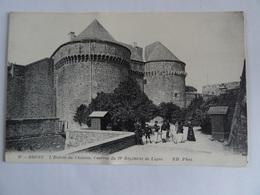 CPA 29  BREST L'Entrée Du Chateau Caserne Du 19è Régiment De Ligne Animée  TBE - Brest