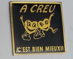 VF317 Pin's Ville  A Creu C'est Bien Mieux 2 Cœur Creutzwald Moselle Achat Immédiat - Villes