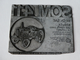 Plaque Gravée Non émaillée Publicité Tracteur FIAT SOMECA SOM 411 Pour Tampon D'impression - Advertising (Porcelain) Signs