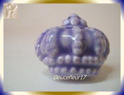 Clamecy ... Couronne En Fête N°4 Violette ... Ref AFF : 50-2011.. ( Tiroir 2011) - Anciennes