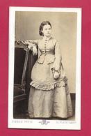 PHOTO CDV Circa 1872 De Pierre PETIT, Place Cadet à PARIS (75). FEMME De La BOURGEOISIE, MODE, TOILETTE - Fotos