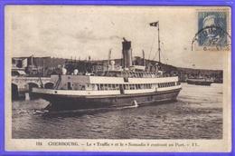 """Carte Postale 50. Cherbourg  Le """"Traffic""""  Et Le """"Normandie"""" Rentrant Au Port   Très Beau Plan - Cherbourg"""
