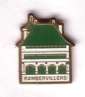 F199 Pin's Vosges RAMBERVILLERS Superbe Hôtel De Ville (1581) La Mairie Achat Immédiat - Villes