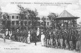 SAINT LOUIS - SENEGAL - TIRAILLEURS SENEGALAIS à LA FÊTE DU DRAPEAU - PLACE DU GOUVERNEMENT - Senegal