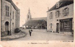 CPA, Eguzon, Centre D'Eguzon, Les Halles, Commerce G. Renaud - France