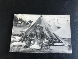 84 - La Vie Au Camp - Interieur D'une Tente - Casernes