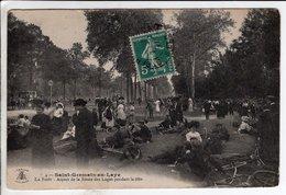 Cpa Saint Germain En Laye Aspect De La Route Des Loges Pendant La Fete - St. Germain En Laye