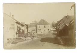 CARTE PHOTO D'UN VILLAGE A SITUER VISIBLE PUB CHICOREE BOULANGERE - Cartes Postales