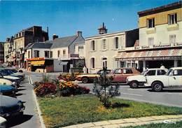 COUTAINVILLE - Rue De La Mer - Bar-Hôtel-Restaurant E. Hardy - Renault R5 - Other Municipalities