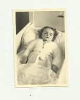 PHOTO - POSTMORTEM - Photo 8,50 X 12,50 Enfant Sur Son Lit De Mort Photographie 31 AVEDEKIAN Cazeres Sur Garonne - Other