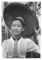 Laotiens 506 Jeunesse Fière Aux Confins Du Vietnam - Laos