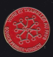 63730- Pin's-Vergèze. Cité Des Sources Perrier - Villes