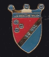 63746- Pin's-blason Le Val. - Villes