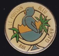 63754- Pin's-bar Le Poussin Bleu.Saint-Raphael. - Villes