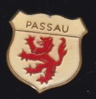 63762- Pin's-Passau Est Une Ville De Bavière Au Confluent Du Danube - Villes
