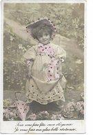 L06C034 - Charmant Portrait De Fillette Avec Une Superbe Robe Et Un Joli Chapeau - LN - Scènes & Paysages