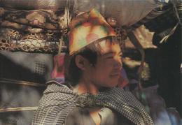 Coolie Tamang - Népal - Photo: F.Dutilloy - Voyagée Vers La France , 3 Timbres (1 De 1989 Et 2 De 1991) - Népal