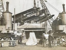 Photo De Presse Guerre WWI 1914 1918 Avion Anglais Hissé à Bord D'un Navire En Bair De Salonic - Krieg, Militär