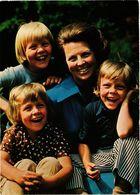 CPM AK HKH Prinses Beatris Met Haar Drie Kinderen DUTCH ROYALTY (811037) - Familles Royales