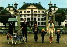CPM AK La Famille Royale DUTCH ROYALTY (811124) - Familles Royales