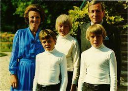 CPM AK La Famille Royale DUTCH ROYALTY (811177) - Familles Royales