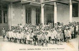 NANTES - INSTITUTION SAINTE-ANNE - COUR DE RECREATION - PENSIONNAT - NOMBREUX ENFANTS - Nantes